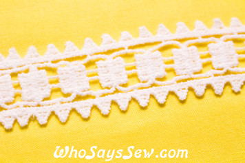 3cm Wide Vintage Feel Crochet Cotton Lace Trim By The Metre in Snow& Natural White. C027