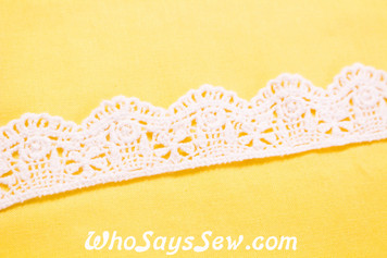 2.8cm Wide  Vintage Feel Crochet Cotton Lace Trim By The Metre in Snow& Natural White. C003