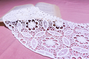 Medium Cotton Lace Collar/Yoke in Snow& Natural White (047-A)