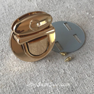 Medium Tongue/Thumb Lock in Real Gold. 3.1cm x 3.5cm. High Quality.