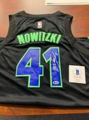 Dirk Nowitzki Autographed Jersey Beckett COA #5006