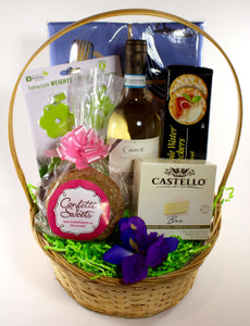 Picnic Basket *Seasonal Gift*