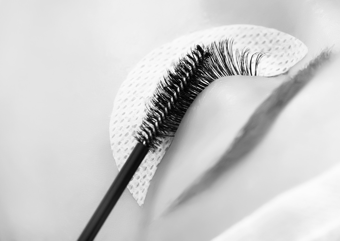 Clean natural eyelashes before applying eyelash extensions