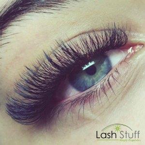 lash-artist-of-the-week-beth-upson-photo-of-eyelash-extension-by-lash-stuff.jpg