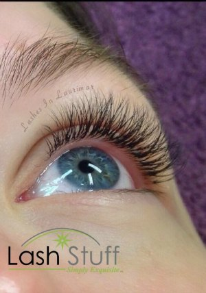lash-artist-of-the-week-nina-andrews-photo-of-eyelash-2-extensions-by-lash-stuff.jpg
