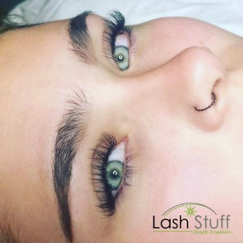 lash-artist-of-the-week-randi-palmer-photo-of-eyelash-extensions-by-lash-stuff.jpg