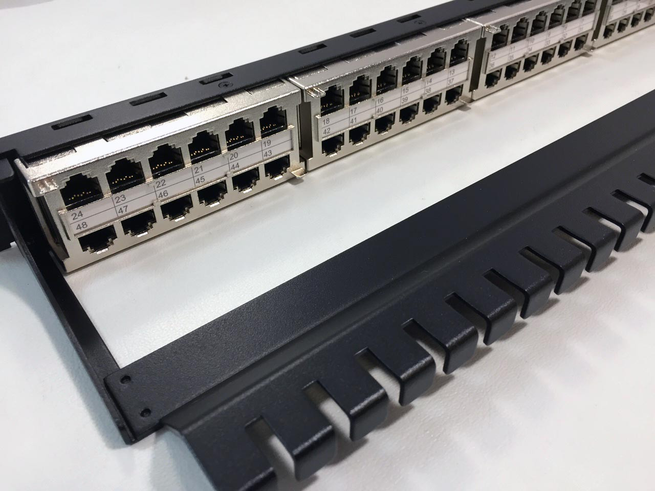 1RU High Density 48 port Shielded Feed Through Patch Panel (PP-C6-48S-1RUR19) (view)
