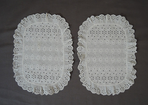 1950s Set of 2 Embroidered Eyelet Oval Doilies, 10 x 14 inches, Vintage 1950s Doily Set