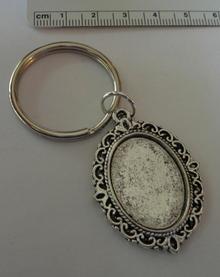 Silver Pewter 40x29 mm Pretty Oval Photo Frame on 27mm Keychain Keyring