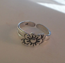 Sterling Silver 7mm wide band on top with Flower Leaf design all around Toe Ring