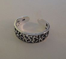 Sterling Silver 5mm wide band cut out flower design all around Toe Ring