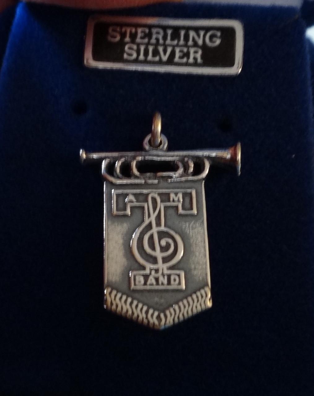 Sterling Silver 22x17mm ATM Texas a/&m University AGGIE Drapeau Bugle dire Band Charm