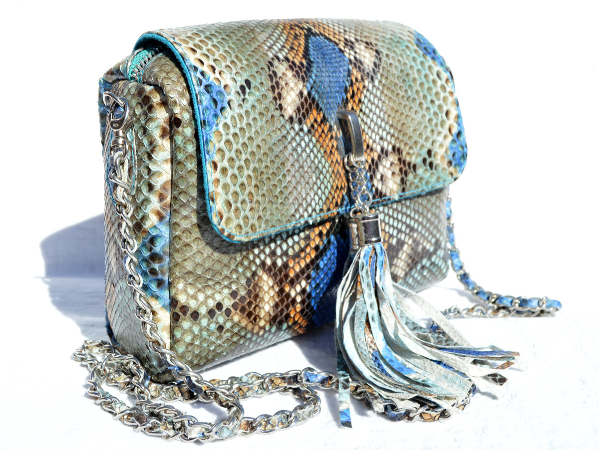 ab331f5ecc1d ... Stunning Chanel-Style Early 2000's Blue Gray PYTHON Skin Shoulder Cross  Body Bag. Image 1. Loading zoom