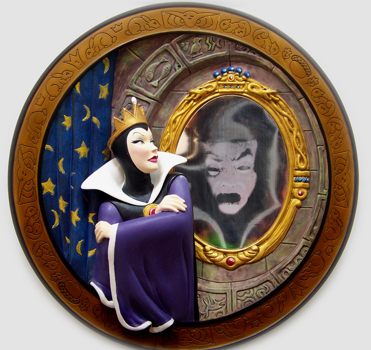 Disney Snow White Evil Queen Magic Mirror Plate Limited