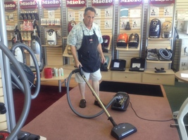 store-pic-leo-vacuuming-x200.jpg