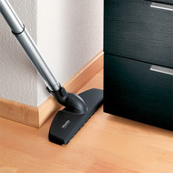 A mixture of polyamide and natural hair provides a gentle cushion, ensuring that tile, wood and other surfaces are cleaned thoroughly with extreme care. Equipped with a 90 rotation, the Parquet Twister is exceptionally agile. For use with S2000-8000 series canister vacuums.