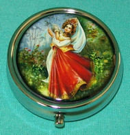 BEAUTIFUL DANCING MAIDEN IN TRADITIONAL RUSSIAN DRESS ON PILL BOX #5675