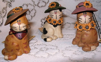 Lovely Kitty Cats with Sunflower Hats S/3 Resin Figurine