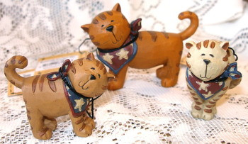 Patriotic MAMA CAT & Two Kittens w/ STAR Bandanas Set of Three Resin Figurines