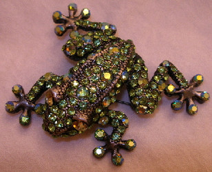 Stunning Green Tree Frog with Austrian Crystals Large Pin Brooch