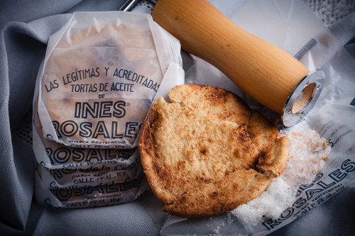 Sesame and sea salt olive oil Tortas, 6.34 oz by Ines Rosales  •	Made with Extra Virgin Olive Oil •	All-Natural ingredients •	Suitable for vegans, and dairy free •	Since 1910, made by hand in Seville •	6.34 oz  180 g