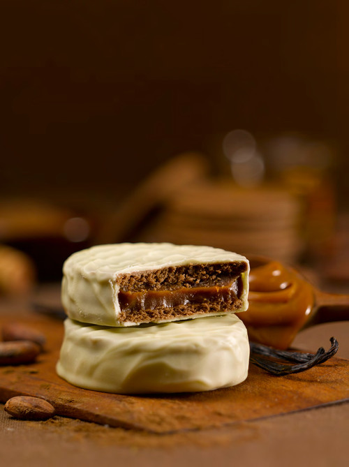 •Most classic alfajor in Argentina, Uruguay •Box of 6 units •Imported from Argentina •12.6 oz  360 g in a gift box