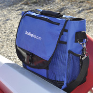 The Sculling Gear Deluxe Regatta Bag keeps all your gear organized in a stylish, lightweight messenger bag.