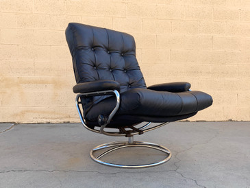 "Ekornes ""Stressless"" Modern Lounge Chair, New Leather Seat"