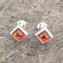 Baltic cognac amber and sterling silver diamond-shaped stud earrings