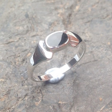 whitby jet and sterling silver oval ring