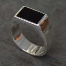 Gents sterling silver rectangular signet ring with Whitby Jet