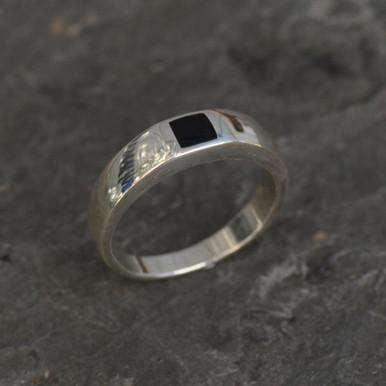 ladies modern whitby jet silver ring