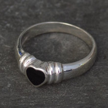 Whitby Jet and sterling silver ribbed shoulder heart ring