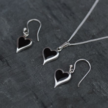 Whitby jet Heart set