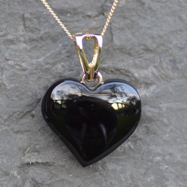Whitby jet and 9ct gold offset pendant