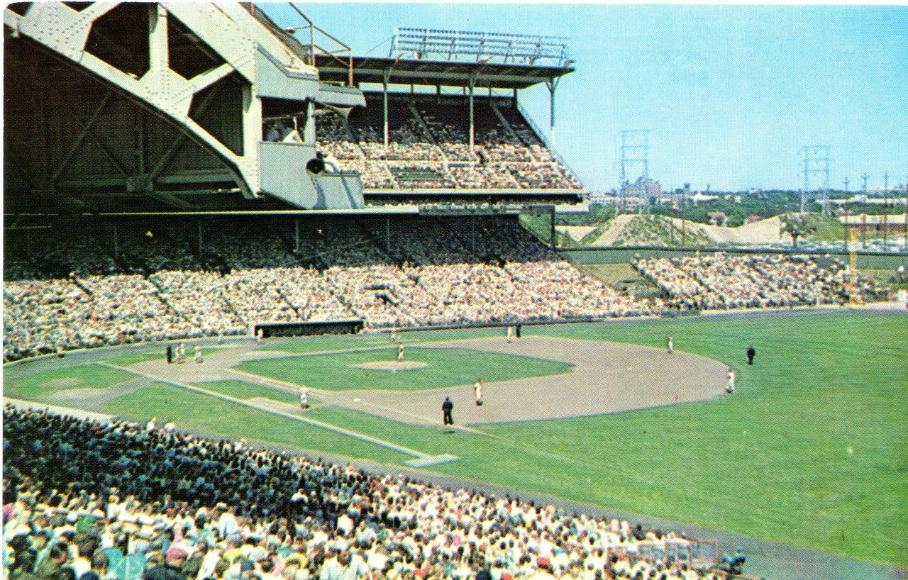Milwaukee County Stadium (578-810) - Stadium Postcards