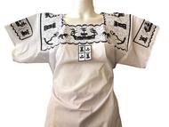 Se compone por seis una blusa blanca con bordados, los bordados pueden ser negro con blanco y dorado con negro, en la blusa se bordan diferentes figuras, como son la flor de calabaza, el escudo del estado de Campeche o barcos, que son una representación típica del estado.