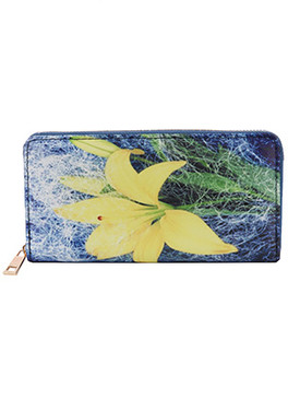 BAG ACCESSORY / FLOWER PRINT / VINYL CLUTCH WALLET / ZIPPER / COIN POCKET / CASH POCKET / CREDIT CARD POCKET / ONE SIZE / 8 INCH WIDE / 4 INCH TALL / NICKEL AND LEAD COMPLIANT