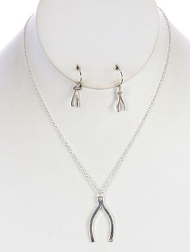 NECKLACE / WISH BONE / METAL / LINK / 18 INCH LONG / MAY BE TARNISHED / FINAL SALE / CLOSE OUT ITEM / NO RETURN / NICKEL AND LEAD COMPLIANT