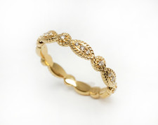 YELLOW GOLD VINTAGE SCALLOPED DIAMOND STACKABLE BAND (.08CTW)