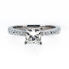 18K WHITE GOLD - PRINCESS CUT DIAMOND ENGAGEMENT RING (0.98CT)