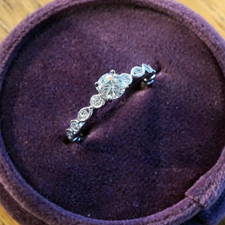 14K WHITE GOLD - VINTAGE STYLE SCALLOPED ROUND BRILLIANT CUT DIAMOND ENGAGEMENT RING (0.40ct)