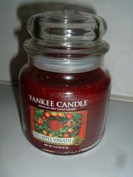 Yankee Candle RED APPLE WREATH Medium 14.5 Oz
