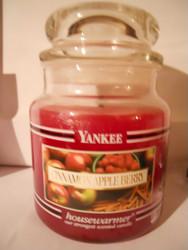 Yankee Candle CINNAMON APPLE BERRY Medium 14.5 Oz