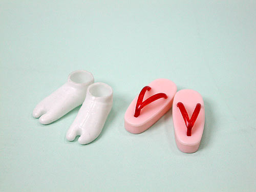 27SH-F010R Obitsu Zori Japanese Sandal and Tabi Sock Set for 21cm-27cm Obitsu Dolls Red and Pink