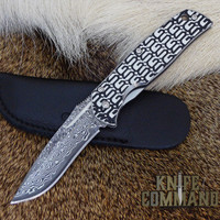 VG-10 core damascus blade.