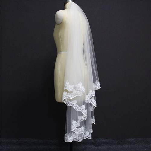 simple veil with lace edge