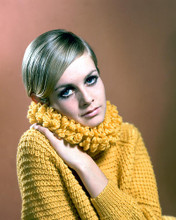 This is an image of 276070 Twiggy Photograph & Poster