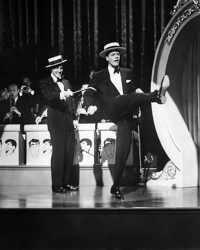This is an image of Photograph & Poster of Dean Martin and Jerry Lewis 194630