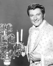 This is an image of Photograph & Poster of Liberace 195012
